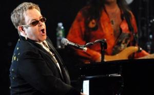 Malade, Elton John annule des concerts