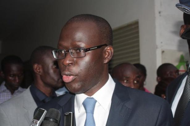 Mansour Faye accuse Cheikh Bamba Dièye d'avoir détourné plusieurs millions sur le carburant de la mairie de Saint-Louis.