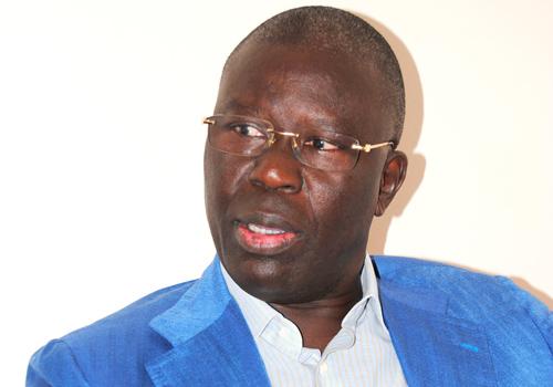 Babacar Gaye : «Macky Sall copie la vision de Wade»