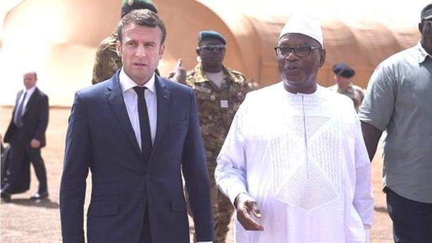 """Au Mali, le président Macron appelle à une """"accélération"""" du processus de paix"""
