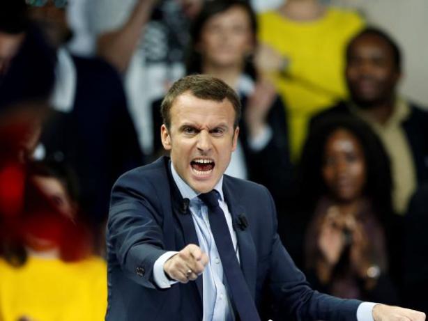 Macron, l'art du baiser (Par Elgas)