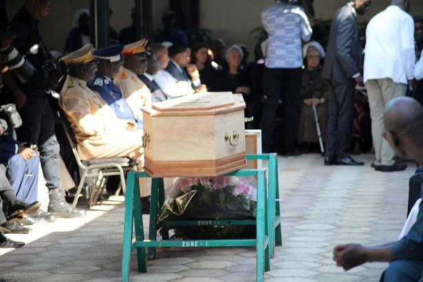 Levée du corps en image de l'épouse de Léopold Sédar Senghor, Colette Senghor