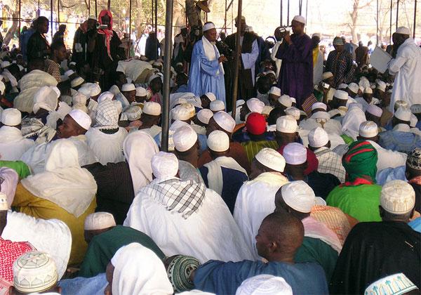 Medina Gounass défie l'Etat et refuse de fermer ses mosquées