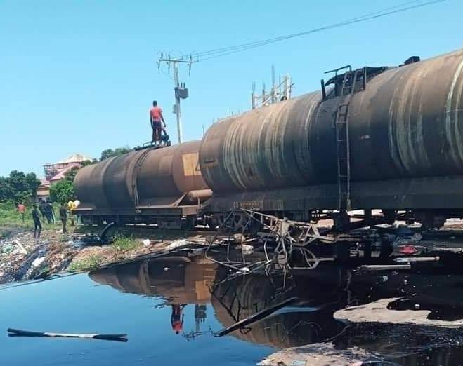 Urgent : 2 morts à Sonfonia, un train incendié, pillages à Matoto