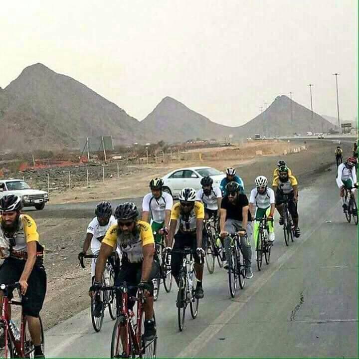 Neuf cyclistes effectuent le pèlerinage à vélo de Londres à Médine
