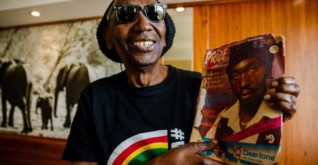 """Zimbabwe : le retour d'exil du """"Lion"""" Thomas Mapfumo, chanteur opposé à Robert Mugabé"""