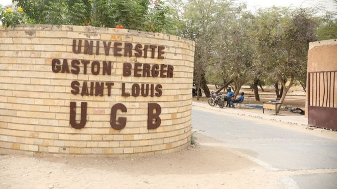 "Les étudiants de l'UGB dénoncent le ""hors sujet de Macky Sall"" à l'Ucad"