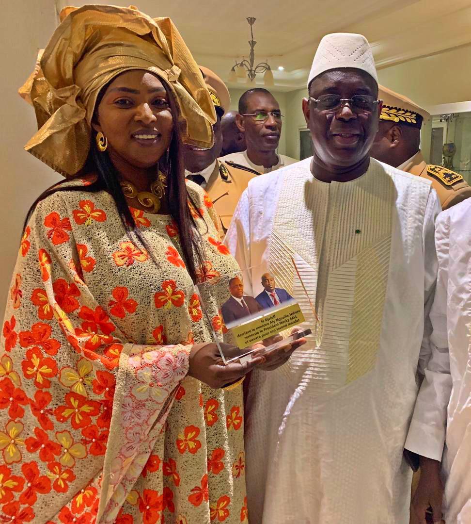 Gaye wilane, l'épouse de Aly Ngouille Ndiaye, en compagnie du président Macky Sall