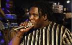 """Le chanteur Joe Mbaye s'en prend violemment à Pape Samba Mboup: """"tu es trop petit pour parler de Karim Wade"""""""