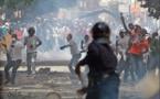 Les Socialistes dispersés à coups de grenades lacrymogènes