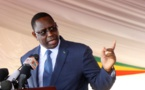 Le président Macky Sall tape du poing sur la table