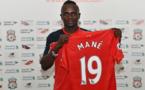 Finale Ligue des Champions : Mané offre 300 maillots de Liverpool aux habitants de son village natal