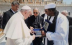 Audience au Vatican : Serigne Mame Mor Mbacké offre le poème «Fouzti» de Serigne Touba au Pape François