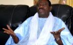 Cheikh Béthio Thoune exhibe le milliard offert par ses talibés